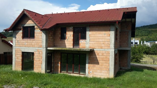 Vand casa in Corunca. Tel: 0726770327